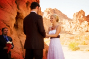 couple_with_minister_valley_of_fire_wedding_by_wee_kirk_wedding_chapel_las_vegas